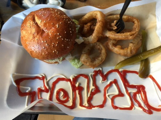 המבורגר של יום שישי - שישי המוסד לסנדוויצ'ים מיוחדים