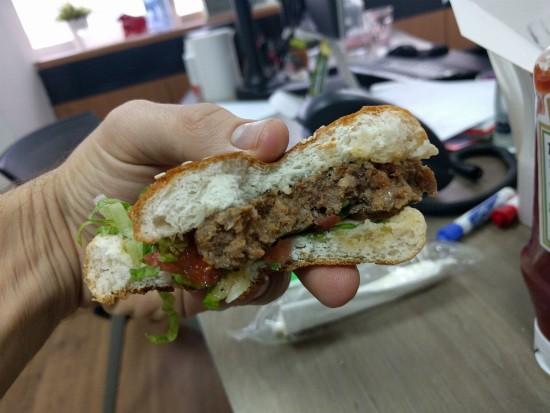 המבורגר מרגז של בורגרים קרליבך