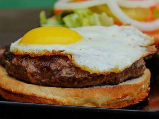 """המבורגר עם ביצה של קציצה עגלגלה, מקור: יח""""צ"""
