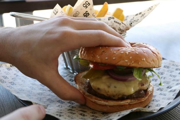 """פאב 55 - המבורגר מפתיע, מקור: יח""""צ"""