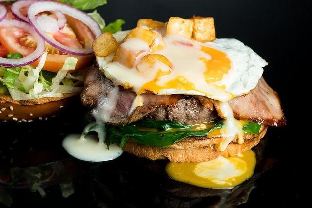 """המבורגר נוזלי של בולס בורגר, מקור: יח""""צ"""