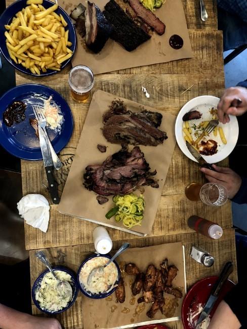 TEXAS BBQ - שולחן מלא בכל טוב