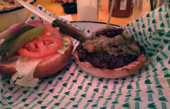 """המבורגר עם תוספות של קאבנה בורגר ראשל""""צ"""