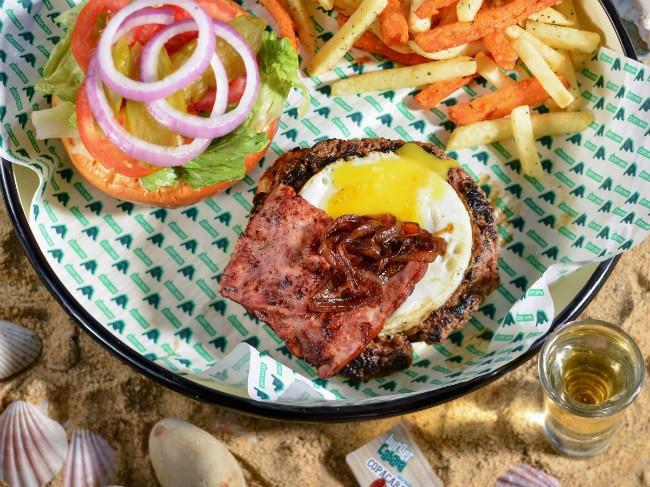 """קאבנה בורגר ראשל""""צ - המבורגר. קרדיט: ירדן לפידות"""