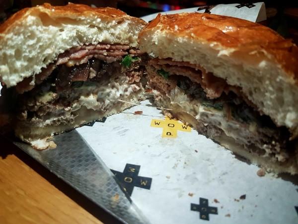 מבט מקרוב - ההמבורגר של פאו וואו