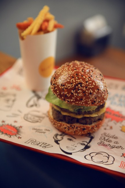 """סליידר - ההמבורגר החדש בגבעתיים, מקור: יח""""צ"""