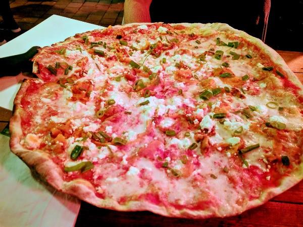 פיצה עם בטטה של ארל'ה פיצה בר