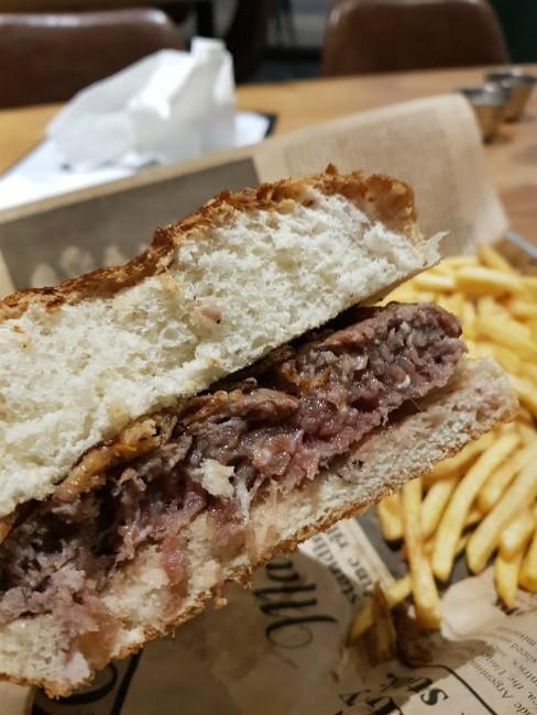 בשרל'ה כפר סבא - המבורגר