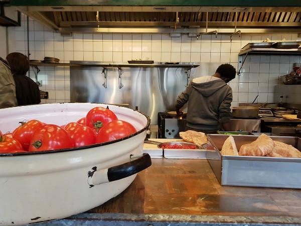 מזנון של אייל שני - העגבניה שמחכה