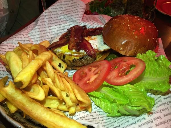 המבורגר וצ'יפס של ראיסה