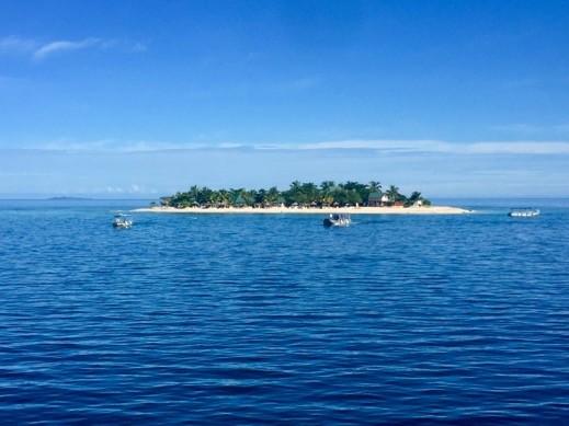 ביצ׳קומבר, פיג'י - אי באמצע האוקיינוס