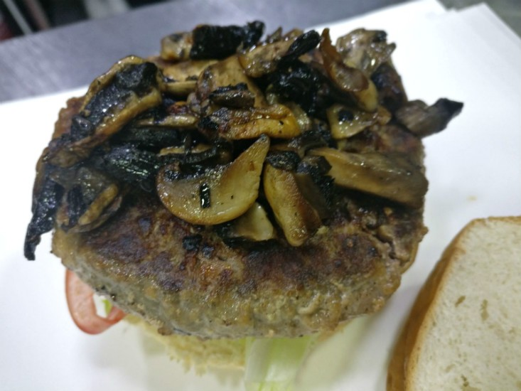 המבורגר עם פטריות של סטריט בורגר