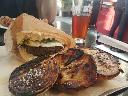 ההמבורגר של ארעיס, בית של בשר