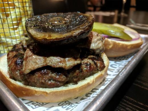 המבורגר הבית של לאגו מעלה אדומים