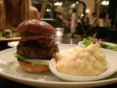 ההמבורגר של סבסטיאן עם פירה אלוהי