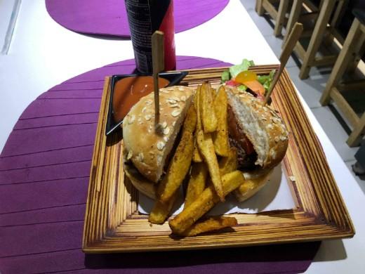 chef bar בנגקוק - ההמבורגר הכי טוב בעיר!