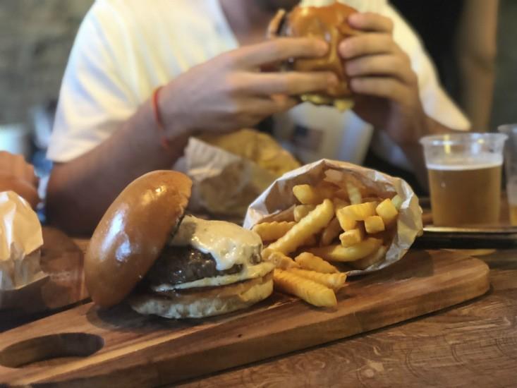 fat cow, המבורגר בייסיק עם גבינה