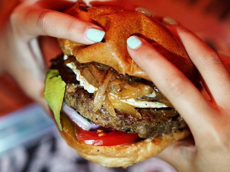 """הגראז', הכי מושחת בהמבורגר, מקור: יח""""צ"""