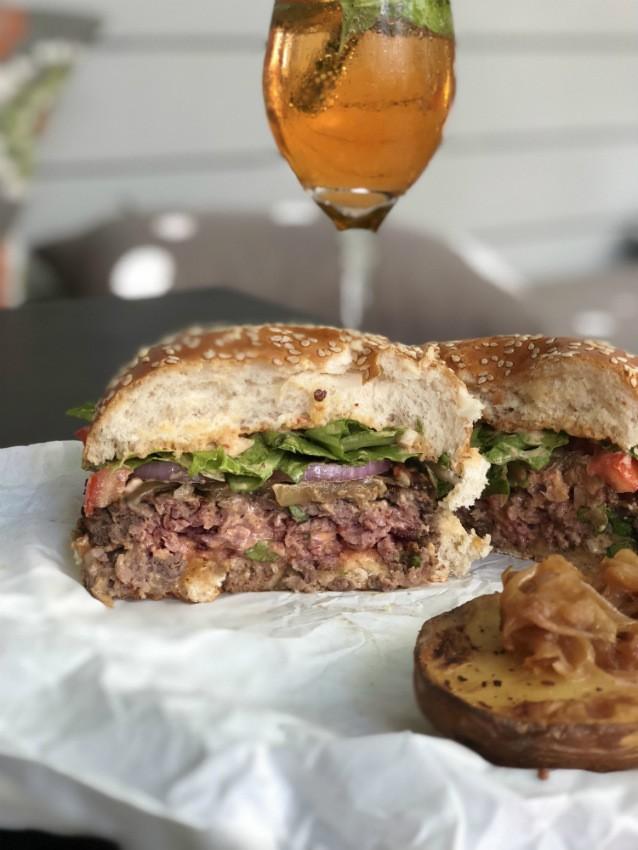 המבורגר חצוי של ג'ונסי גארדר