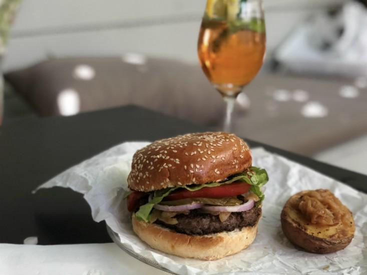 ג'ונסי גארדנר - המבורגר ותפוח אדמה