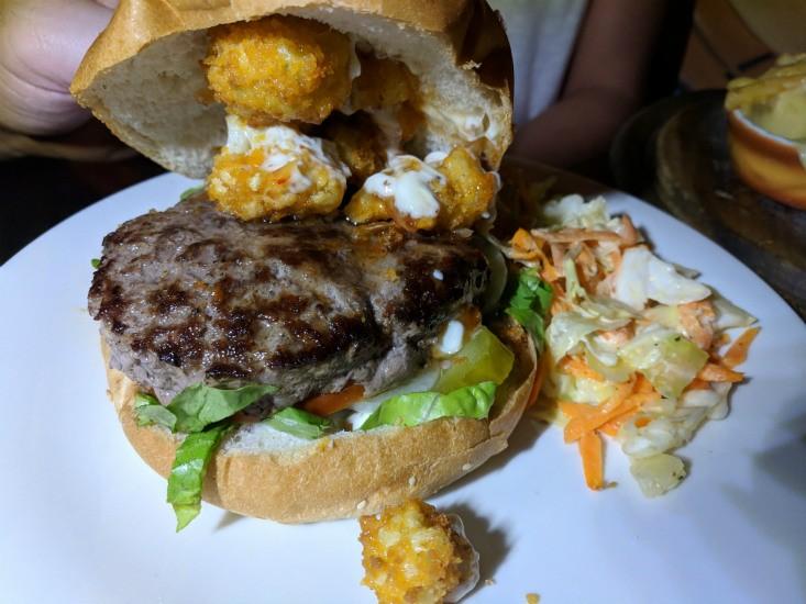 ספיישל המבורגר עם טופינג כרובית של ליאו בלום