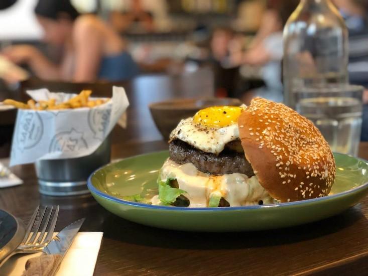 Sara's Place רעננה - המבורגר קובני