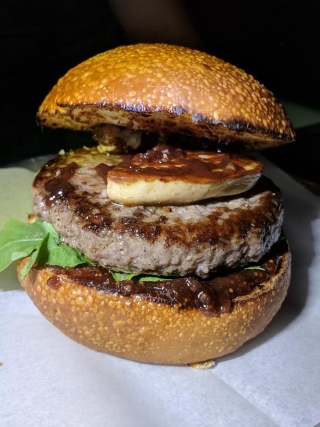 המבורגר עם כבד אווז של המבורגר גורמה 26