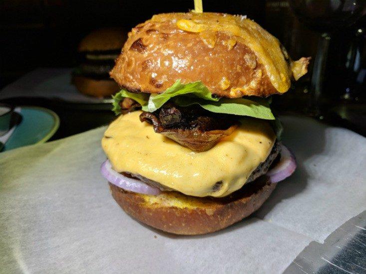 האמריקאי של המבורגר גורמה 26