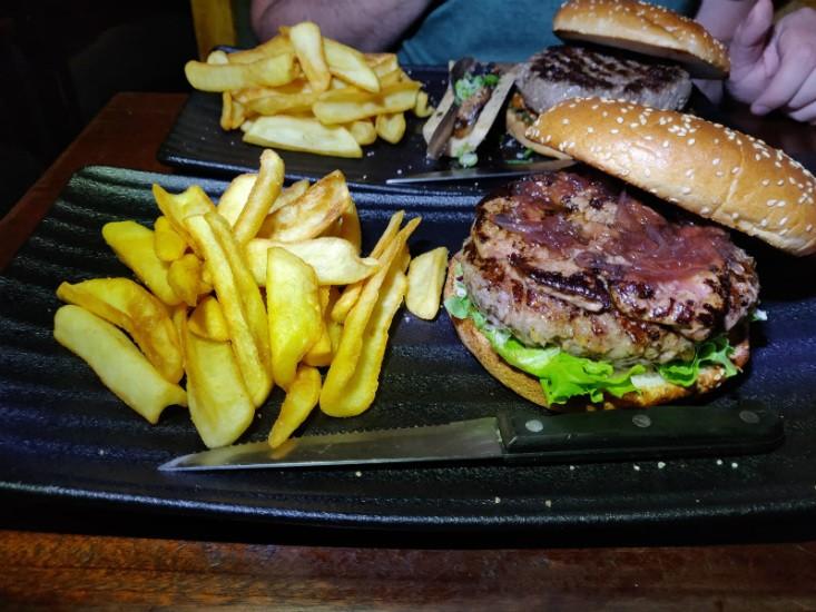 המבורגר נוטרדאם של פאב החבית