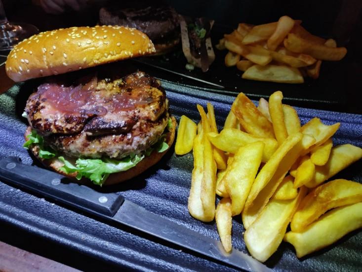 פאב החבית - המבורגר נוטרדאם