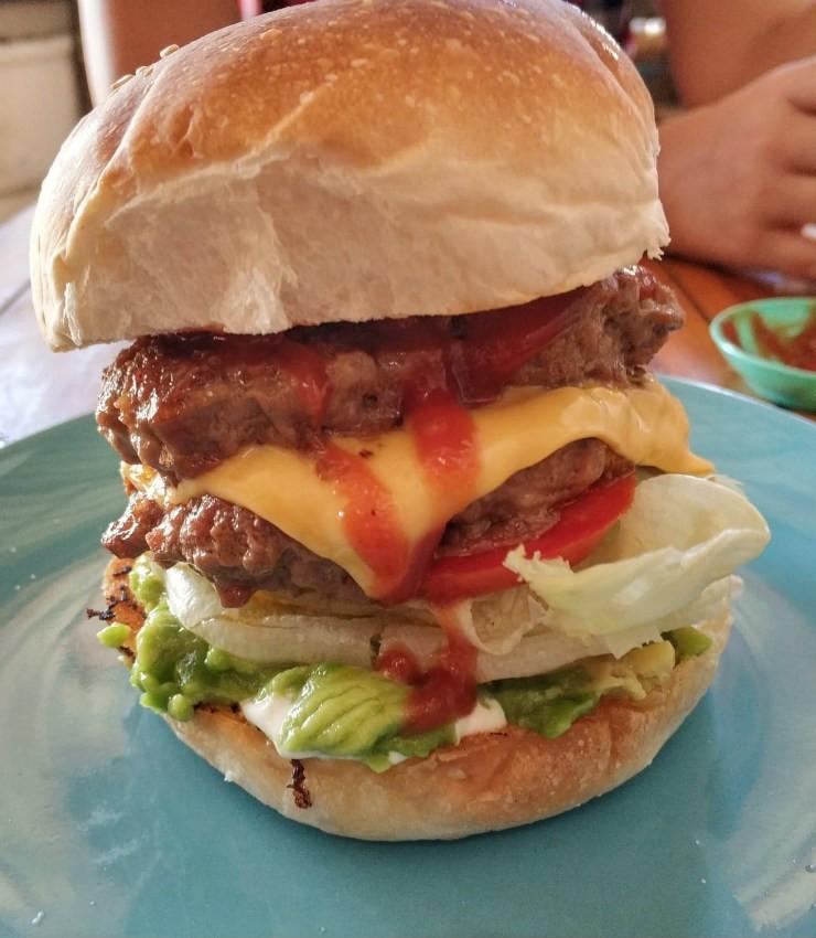 המבורגר בפאי, תאילנד - Maya Burger Queen