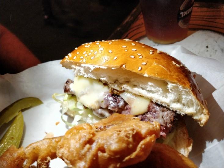 המוסד לסנדוויצ'ים מיוחדים, ההמבורגר המחודש של דן יושע