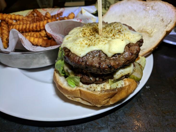 צ'אביז נתניה, המבורגר צ'יזי וויזי