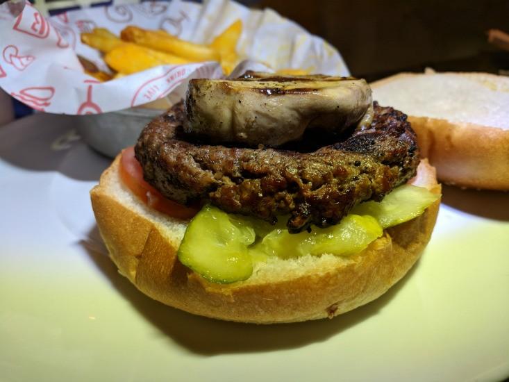 צ'אביז, המבורגר עם כבד אווז