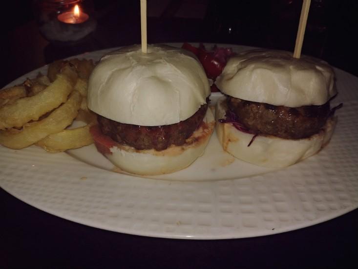 ההמבורגר האסייתי של מר וגברת לי