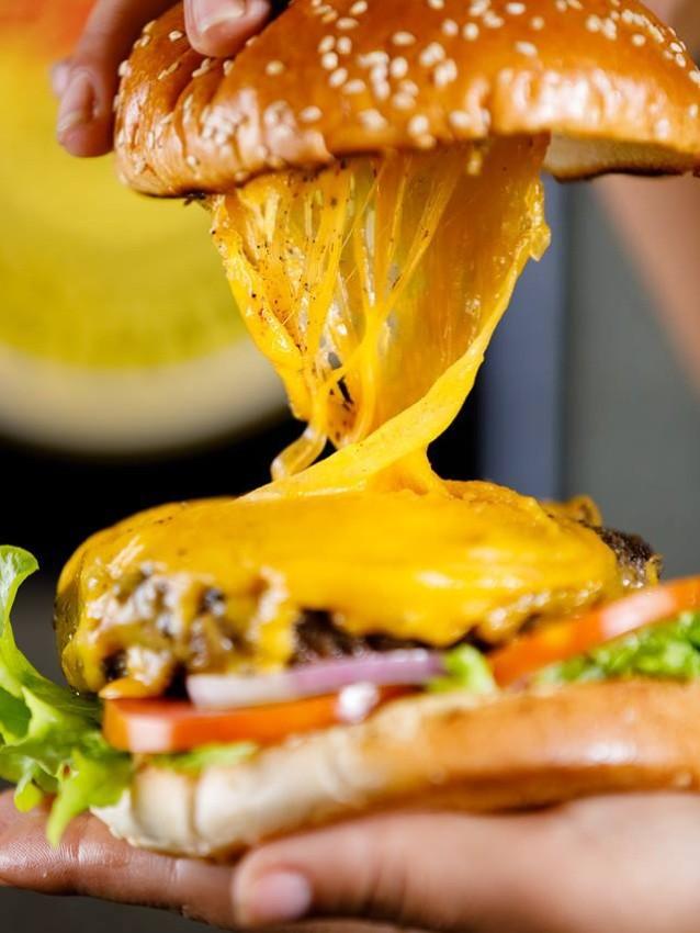 """החבית - המבורגר מומלץ בירושלים, מקור: יח""""צ"""