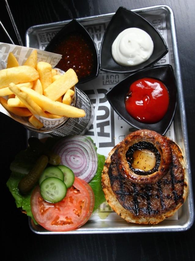 """ההמבורגר של לאגו מעלה אדומים, מקור: יח""""צ"""