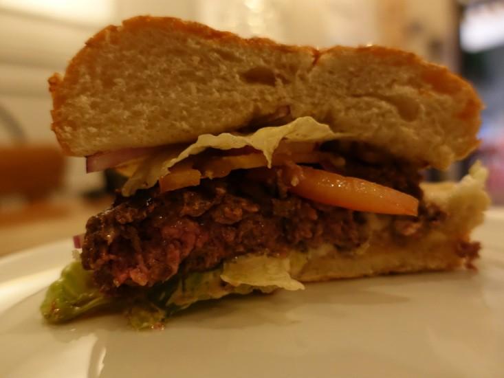 הקרקס בפלורנטין, המבורגר מבט מבפנים