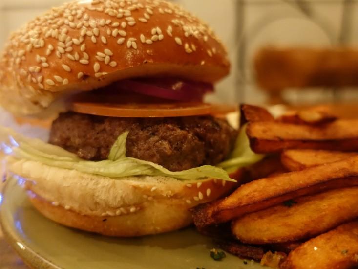 הקרקס בפלורנטין, המבורגר פשוט ותענוג