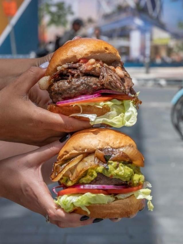 אנגוסרי מזמינים אותכם להמבורגר שני מתנה!