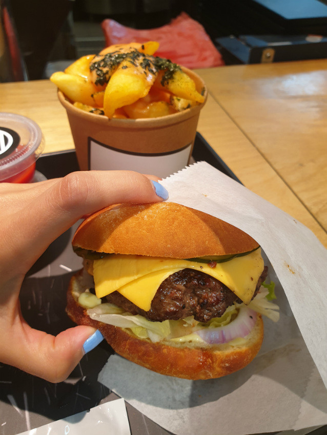 מיאזאקי - צי'זבורגר מטריף!