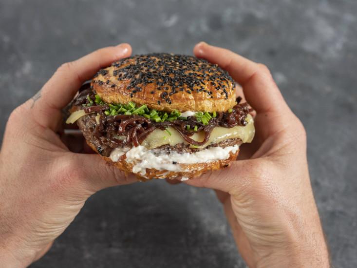 מתחם גרינברג חוגג שבוע ההמבורגרים, צילום אנטולי מיכאלו