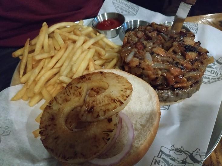 המבורגר עם אננס - המקום של אבא