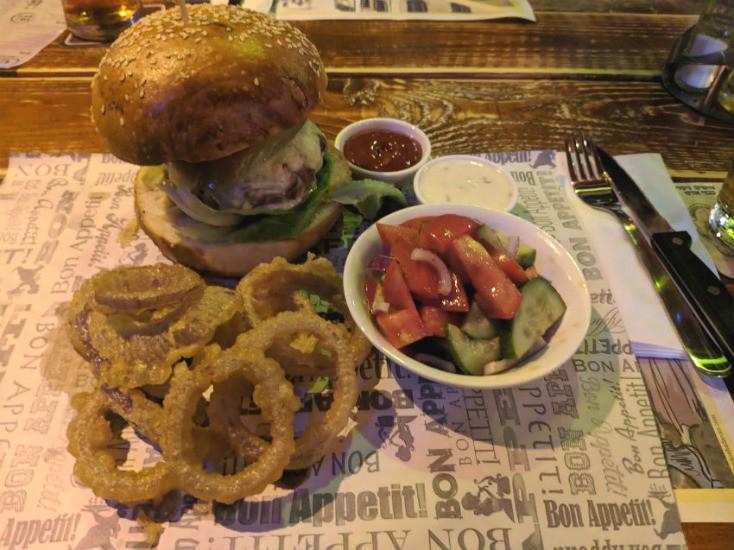 המבורגר וטבעות בצל של קראפט