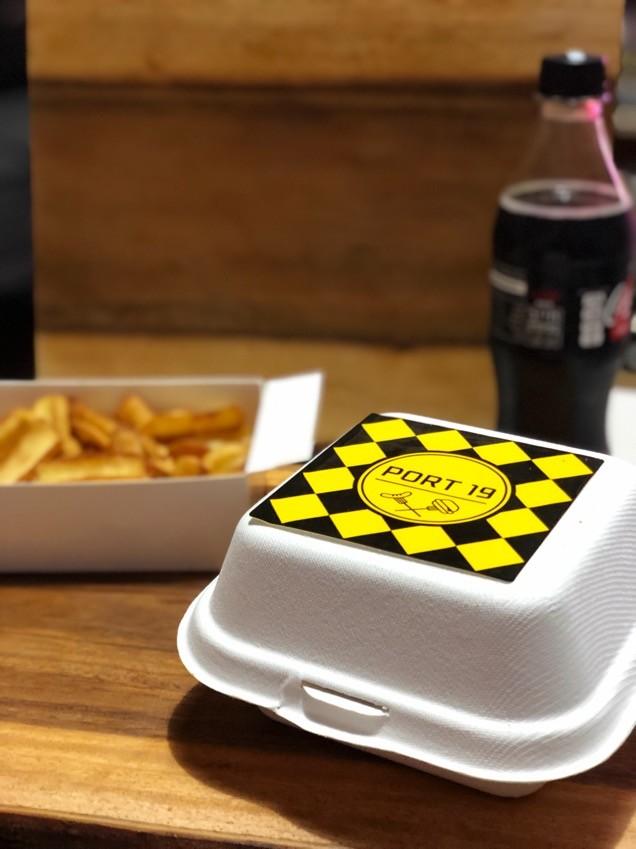 המבורגר שוויצרי של פורט19 במשלוח של וולט אריזה