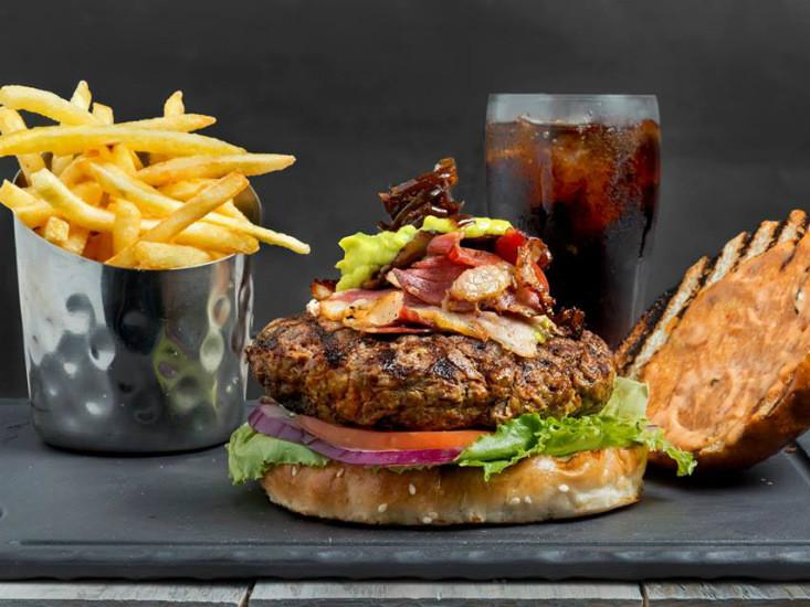 """המבורגר וצ'יפס של אוונגרד, מקור: יח""""צ"""