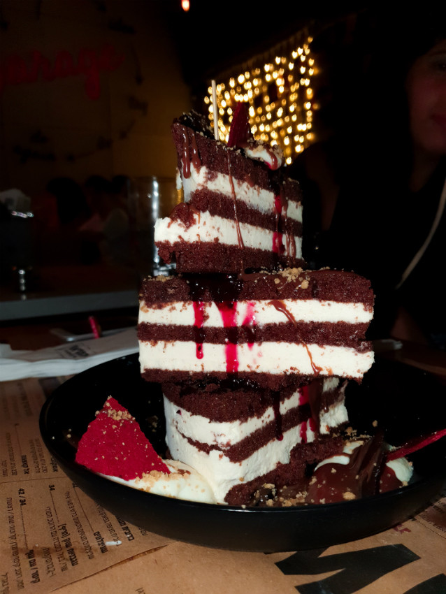 עוגת היער השחור של הגראז תל אביב
