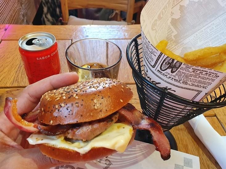ההמבורגר של Frankfurt Chester באנדורה