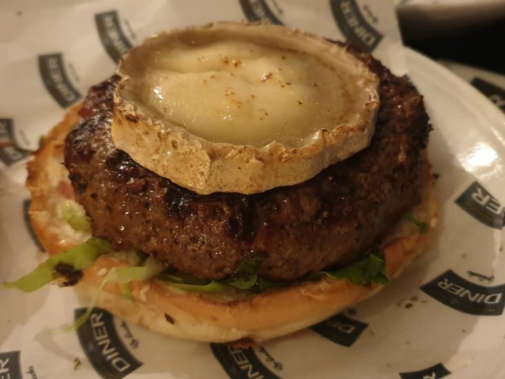 הדיינר של גוצ'ה - המבורגר עם גבינת בושה