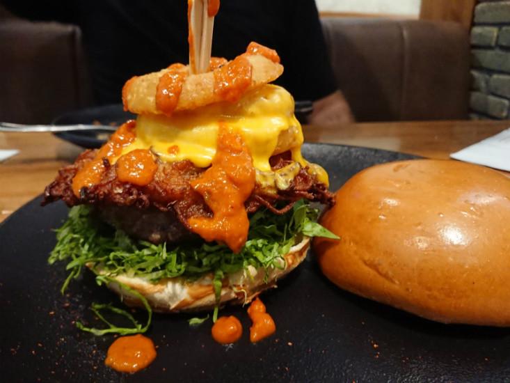 המבורגר עם האש בראונז של אנגוסרי עין המפרץ